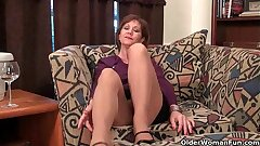 Mature mummy unleashes her naughty side