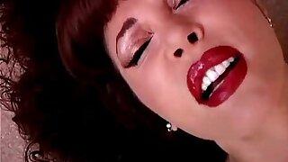 Jaw-dropping mature latina Vanessa Bella has a juicy pussy