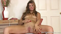 Fit MILF Masturbates Her Slit with the Wand to Climax