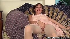 USA gilf Penny rubs her pantyhosed coochie