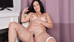 Canadian mature Brandii plays with her red-hot pussy